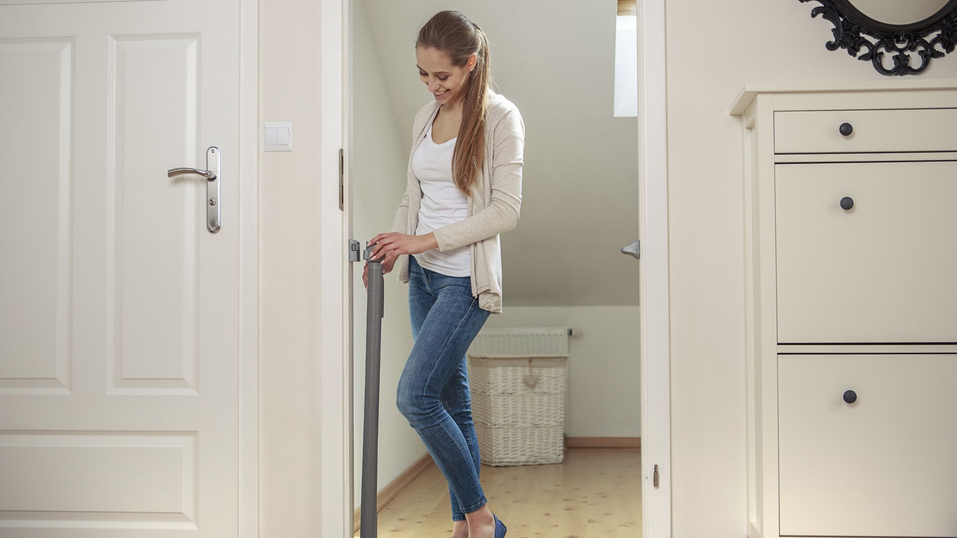 Бар'єрка захисна до дверей та сходів від 0-140см Lionelo Tulia (колір - white)